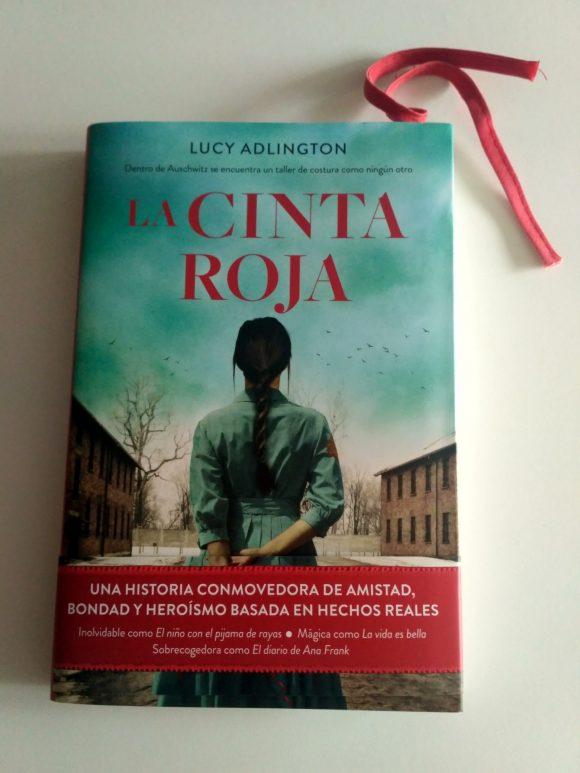 La cinta roja, de Lucía Adlington
